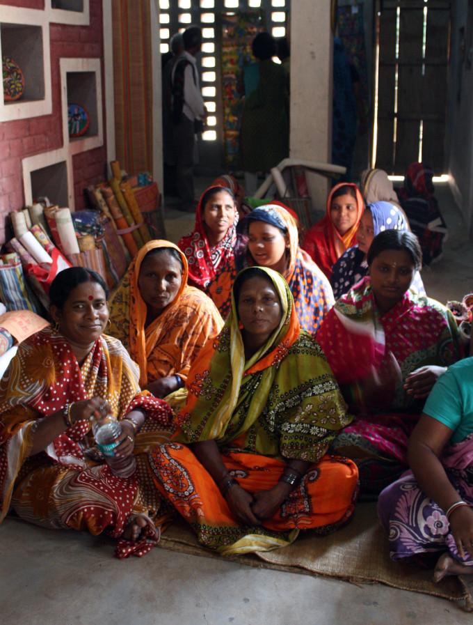 Singing_women_west_bengal_2.
